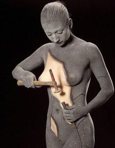 Mujer Esculpiendose