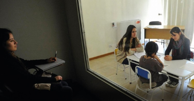 Cámara Gesell para Evaluación Psicológica de Niños y Adolescentes